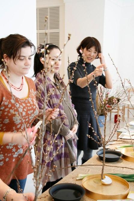 2013年マルニ木工ショールームにていけばなworkshopを行いました。
